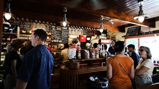 restaurant-people-alcohol-bar_small
